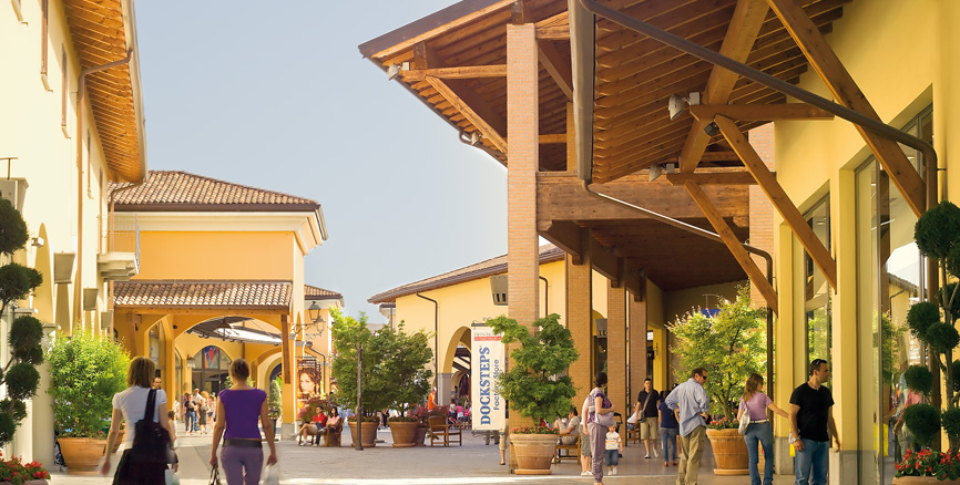 Franciacorta outlet village outlet lombardia for Outlet village milano