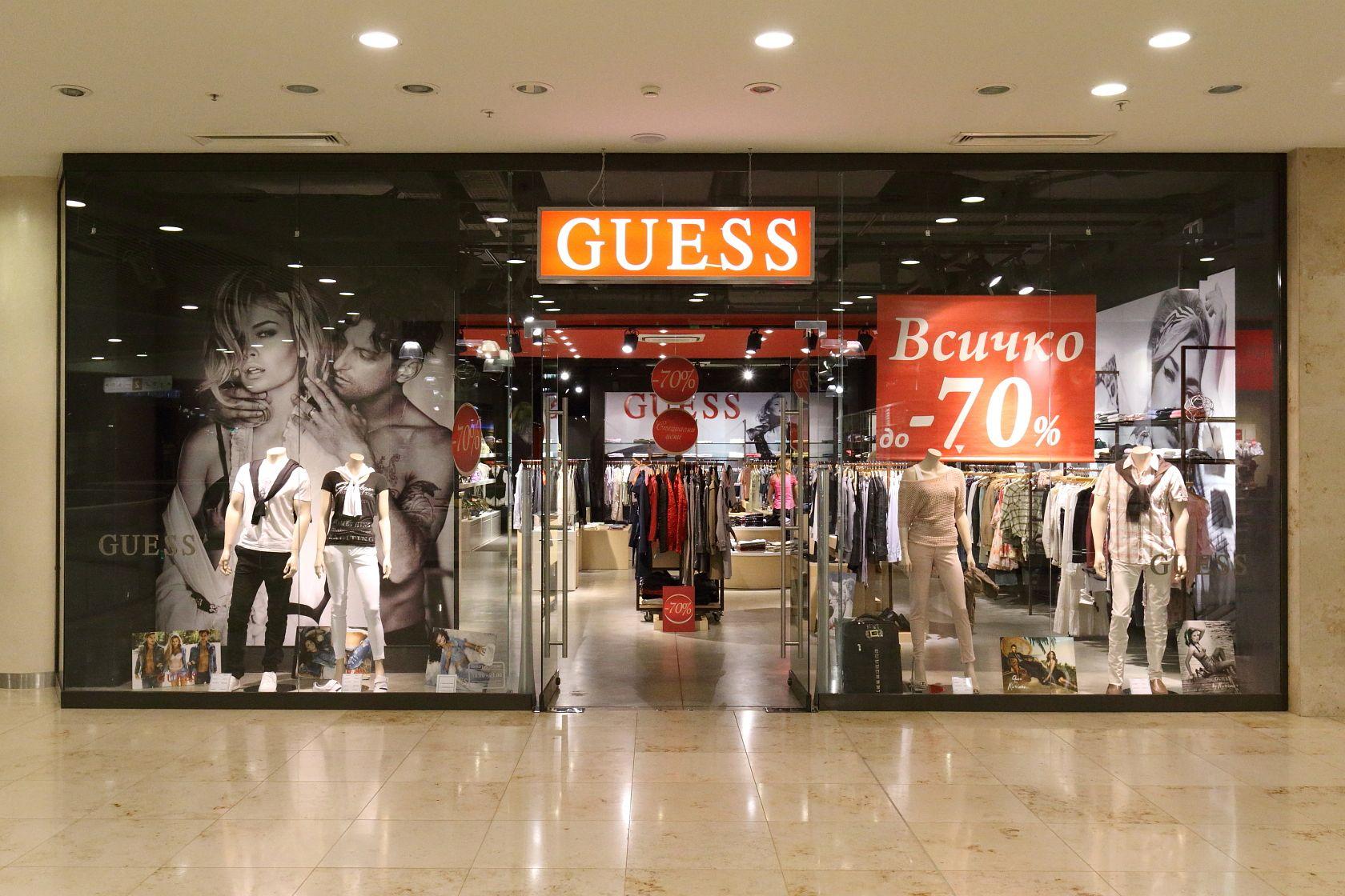 Willkommen in unserem Outlet! Hier findest du Bekleidung von bekannten Marken zu besonders günstigen Preisen – von verführerischen Dessous über Must-haves wie Jeans bis hin zu robuster Sport- und Outdoor-Mode.