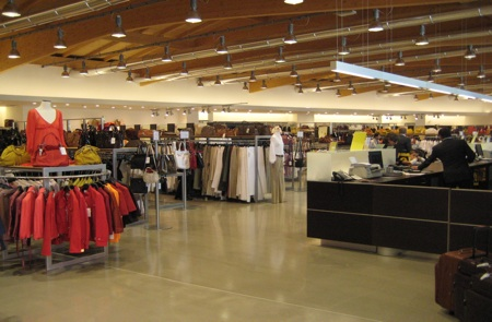 Diffusione tessile outlet store casual outlet for Tessuti arredamento outlet torino