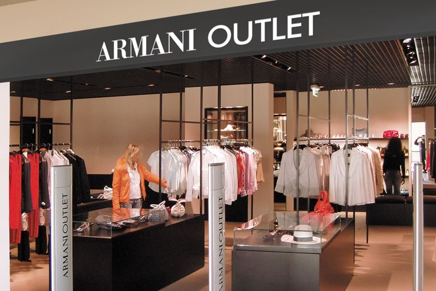 Armani outlet store outlet uomo for Outlet village milano
