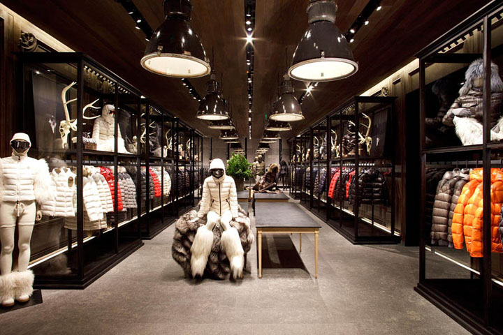 Moncler outlet store casual outlet for Showroom moncler milano